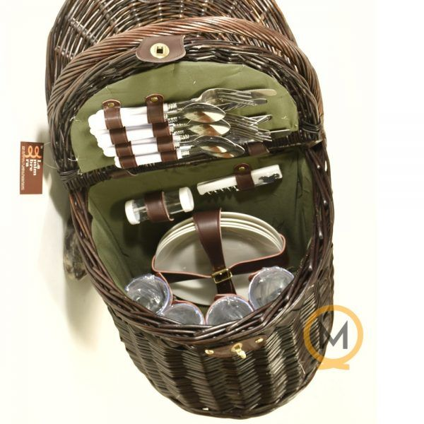 cesta tradicional de picnic con todos los accesorios