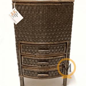costurero artesanal de tireta de mimbre con tres cajones en color nogal