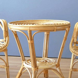 mesa de caña artesanal con cristal